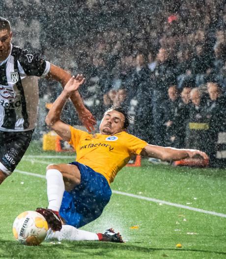 Eigen goal debutant Vet leidt afgang De Graafschap bij Heracles Almelo in