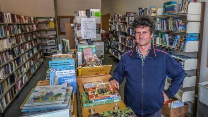 """Ignace Thoma neemt na 35 jaar afscheid als bibliothecaris in Poelkapelle: """"Ik was een luisterend oor voor mensen die boeken kwamen lenen"""""""