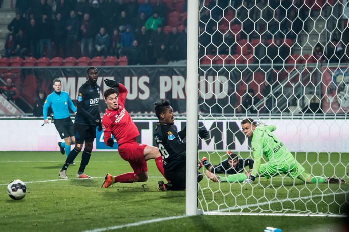 FC Twente-invaller Tom Boere kreeg tegen Willem II kort voor tijd nog een grote kans op de 3-3, maar gleed de bal niet binnen.
