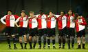 Van den Ouweland in het shirt van Feyenoord (derde van links)