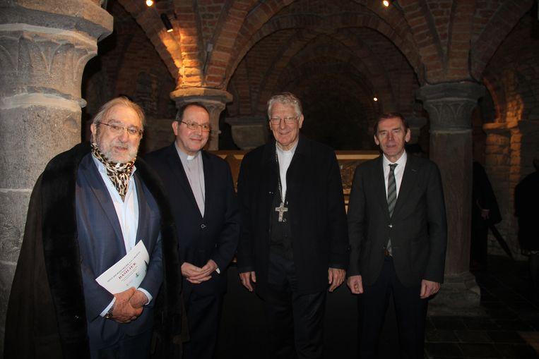 Herman De Croo, deken Michel T'Joen, bisschop Luc Van Looy en burgemeester Luc Dupont zijn trots dat de Sint-Hermeskerk een basiliek wordt.