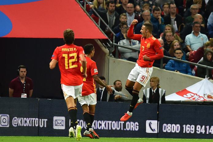 Rodrigo viert de winnende tegen Engeland.