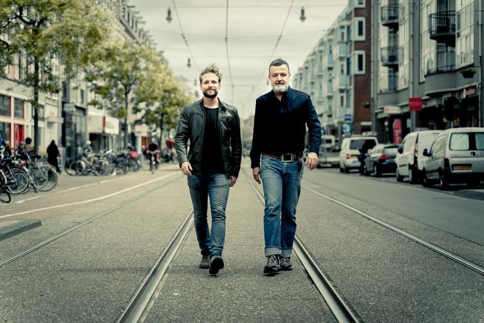 Schrijver Thomas Rueb (links) en regisseur Marcus Azzini van Toneelgroep Oostpool.