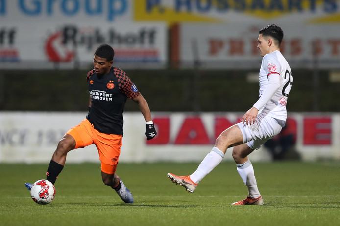 Shurandy Sambo maakte een eigen goal tegen Telstar.