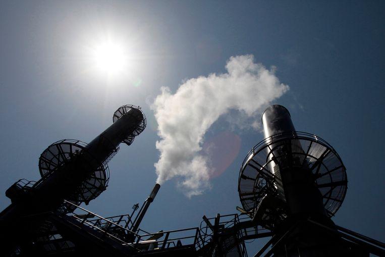 Een nieuwe fabriek in Italië, die grotendeels draait op waterstof en daardoor meer dan 17.000 ton CO2-uitstoot per jaar voorkomt (Reuters) Beeld REUTERS
