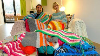 """Crazy Crochet gaat voor wereldrecord dekentjes haken: """"Overdonderd door het succes, want ze maken in 162 gemeenten dekentjes voor ons"""""""