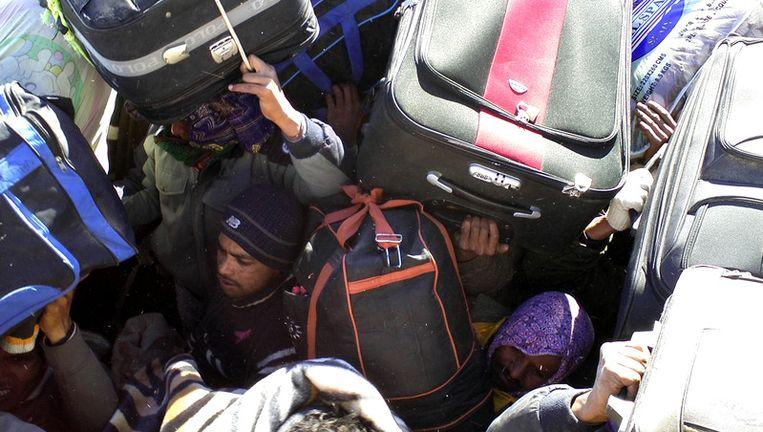 Vluchtelingen aan de Libische-Tunesische grens. © ap Beeld ap