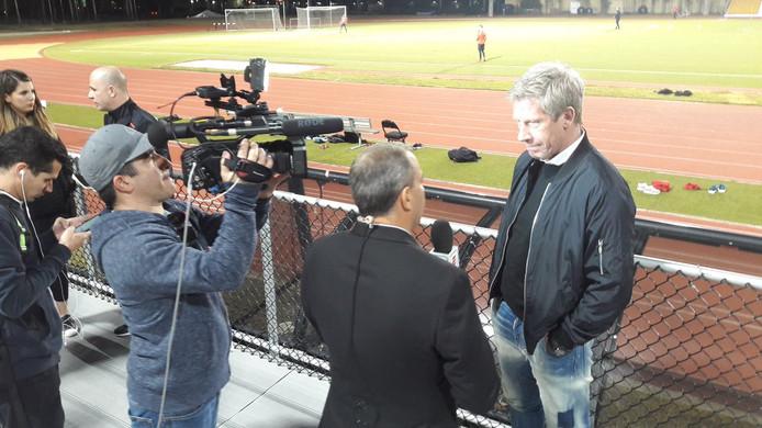 Marcel Brands in gesprek met Mexicaanse journalisten.