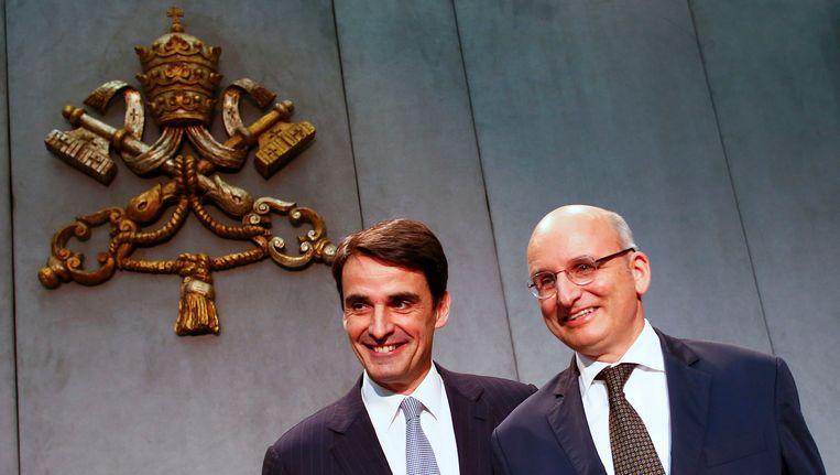 Jean-Baptiste de Franssu, de nieuwe voorzitter van de Vaticaanse bank, met zijn voorganger Ernst Von Freyberg. Beeld Reuters
