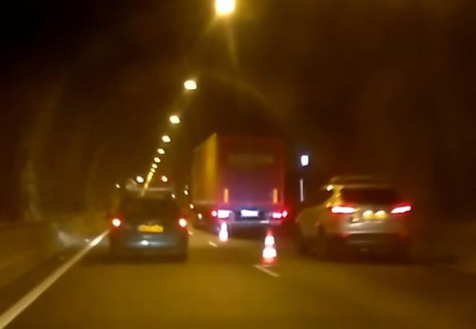 Vrachtwagen met pech.