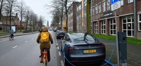 Elektrische auto opladen? In Amersfoort komen 100 laadpalen per jaar erbij (en dat is goed voor de schatkist)