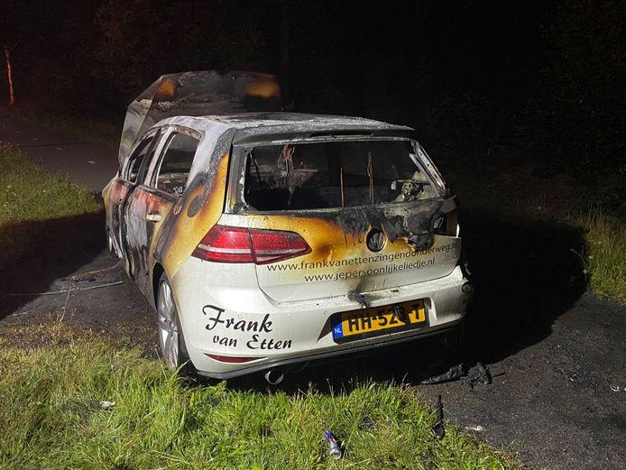 De uitgebrande auto van Frank van Etten.