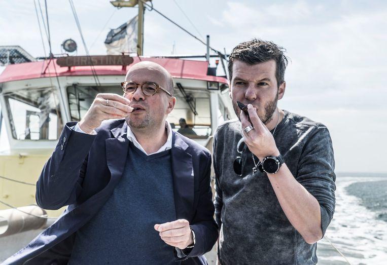 Sterrenchef Gert De Mangeleer en radio-dj Sven Ornelis gingen aan de slag met de vers geoogste mosselen.