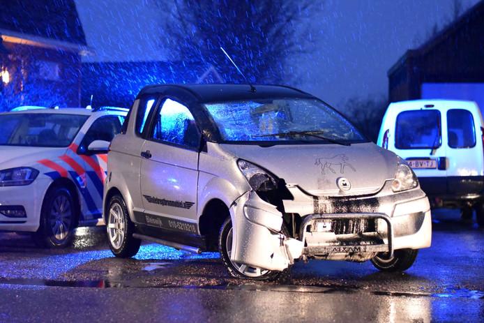 In Hazerswoude-Dorp is een auto over de kop geslagen.