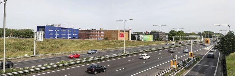 De bebouwing aan de A13 bij Delft-Noord Beeld Harry Cock/de Volkskrant