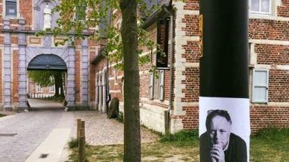 Marc Van Ranst controleert op social distancing in Abdij van Park