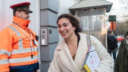 """""""Vlaamse ministers lieten zich drie keer de wereld rondrijden op nog geen drie maanden"""""""
