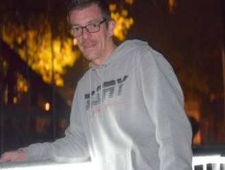 Jonas (34) was nét niet snel genoeg in Verdubbel Je Loon op Qmusic: zoveel verdient hij als nachtkoerier