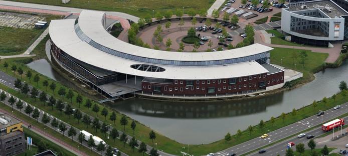 Luchtfoto uit 2011 van het Munnikenheide College Etten-Leur