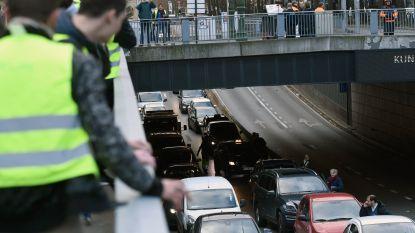 Tweehonderdtal gele hesjes zorgen voor verkeershinder in centrum Brussel: 6 personen gearresteerd na betoging