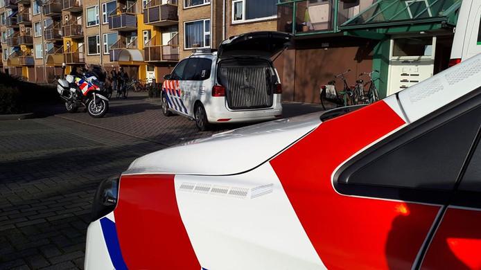 Verschillende politiewagens aan de Europalaan in Winterswijk.