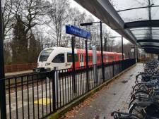 Politie haalt vrouw van spoor bij station Varsseveld, treinverkeer weer op gang