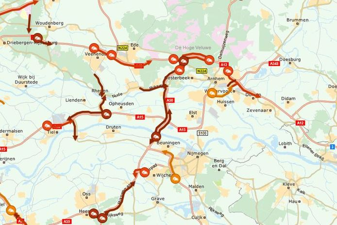 Op de A50 Arnhem richting Oss is meer dan een uur vertraging.