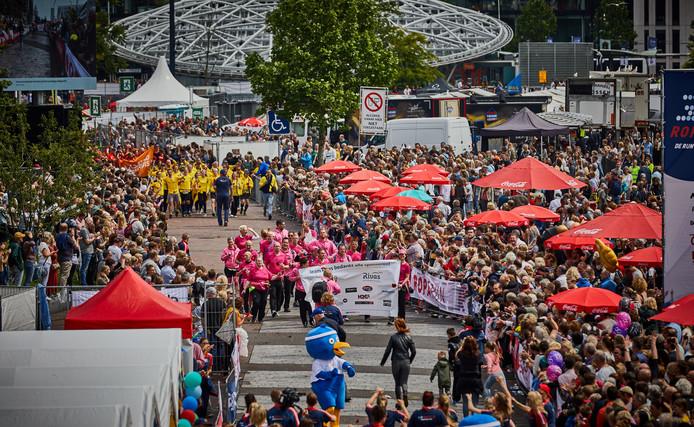 De aankomst van de Roparun vorig jaar op de Binnenrotte in Rotterdam.