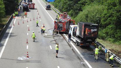 E17 versperd na ongeval met zeven voertuigen