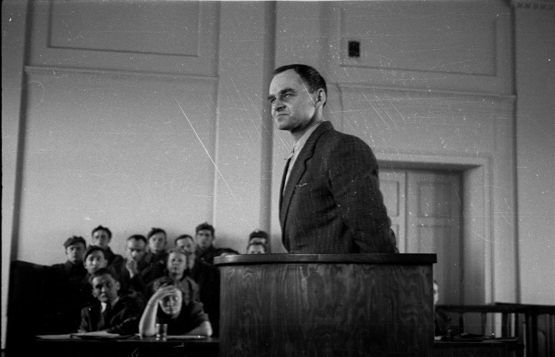 Pilecki tijdens het communistische showproces waarin hij ter dood veroordeeld werd, 1948
