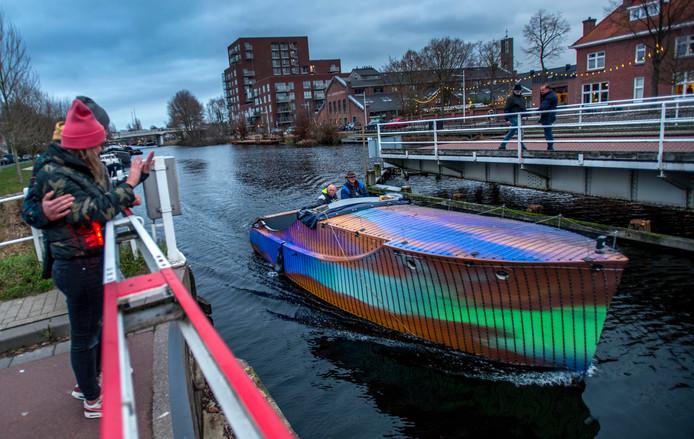 Gerrit Michielsen en John LaHaye brachten de Love Boat terug naar de Piushaven.