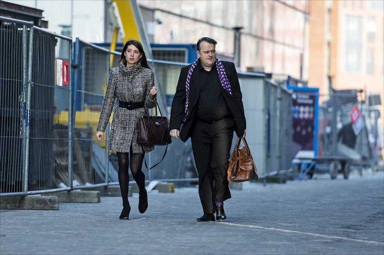 Richard Korver, advocaat van de ouders, arriveert met zijn assistente bij het Paleis van Justitie. Beeld anp