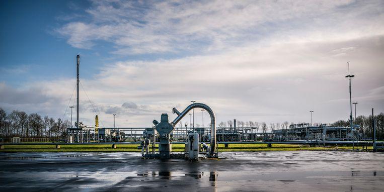 Gaswinnings- en gasbehandelingslocatie De Paauwen van de NAM in Overschild. Beeld Kees van de Veen