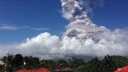 VIDEO: Spectaculaire beelden uitbarsting Filipijnse vulkaan