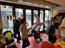 Bach in de subways, nou ja; in de HEMA