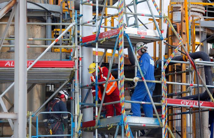 Werkzaamheden bij onderhoudsstop kraker 2 op het Dow-industriepark in 2017.