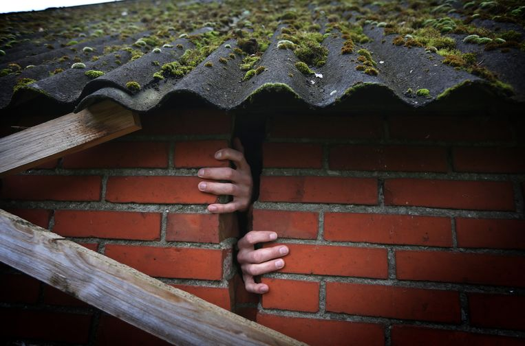 Een scheur in de muur van een woning in Bedum.  Beeld ANP