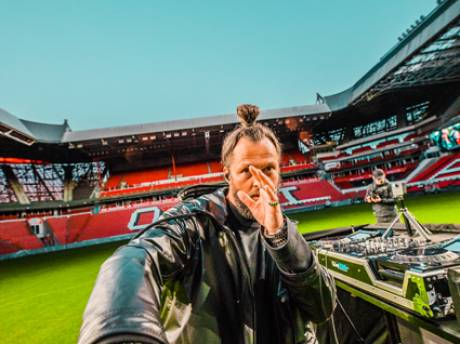 La Fuente vanaf middenstip Philips Stadion live op SlamFM