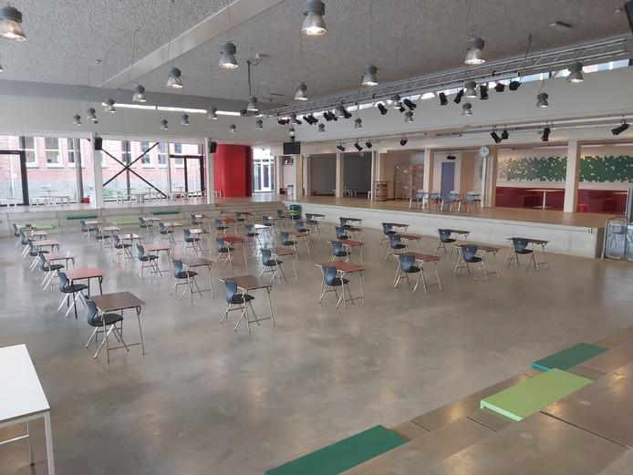 Scholen namen maatregelen om toch nog schoolexamens af te kunnen nemen. De druk is eraf nu het kabinet heeft besloten de centraal schriftelijke eindexamens te schrappen.