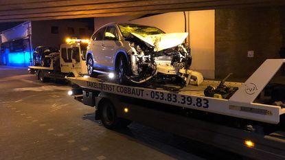 Frontale botsing op Ringoirkaai: gewonde en verkeerslicht geramd