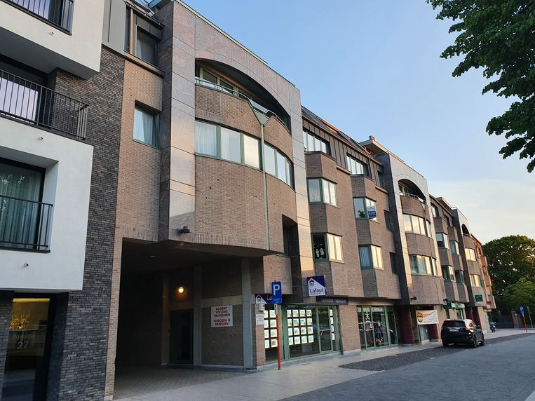 De man woonde nog maar net in deze blok op de Boomgaard, helemaal links op de bovenste verdieping.