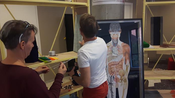 Het Rotterdamse kunstenaarsechtpaar creëert kunst rond het menselijk lichaam.