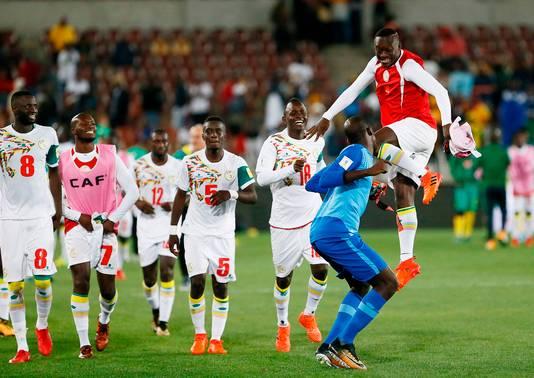 De spelers van Senegal vieren het bereiken van het WK.