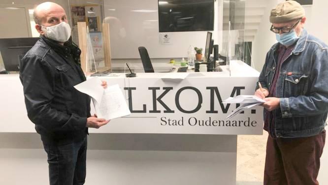 Groen overhandigt meer dan 1.000 handtekeningen tegen kaalkap in jachthaven Oudenaarde