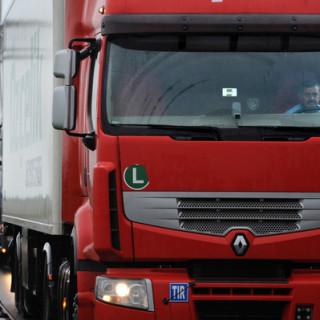 -maak-appen-achter-het-stuur-van-een-vrachtwagen-onmogelijk