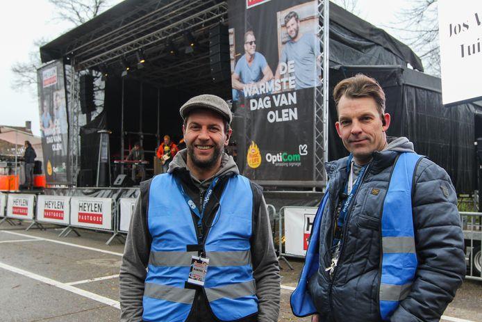 Bartel van Riet en Stijn Avonds aan hun podium van De Warmste Dag van Olen.