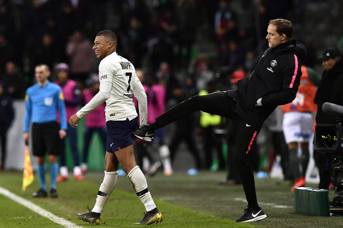Thomas Tuchel geeft Kylian Mbappé een schop onder zijn kont.
