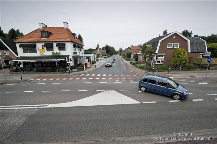 Als er een rondweg komt zal de enorme verkeersdruk in de spits een stuk minder worden op de T-splitsing Hoofdstraat Albergerweg.