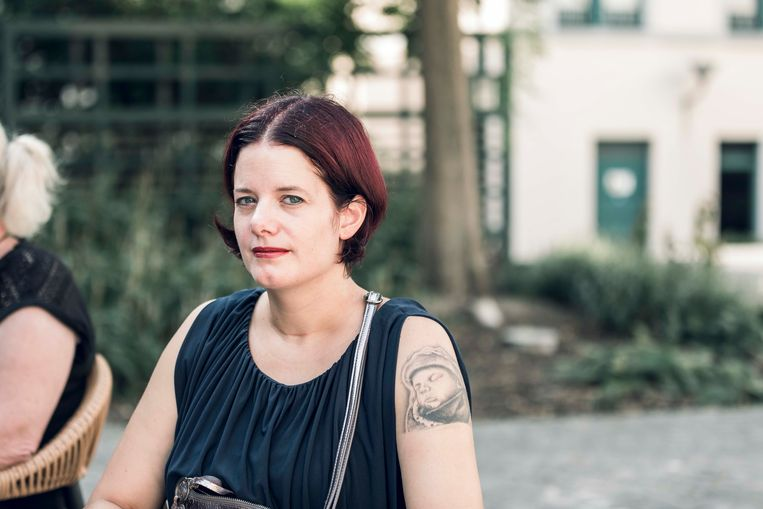 Mama Vivian Arets (36) liet haar zoontje op haar arm tatoeëren. Thuis heeft ze een beeldje met de as staan, dat ze elke ochtend en avond een kusje toewerpt.