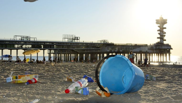 Afval op het strand van Scheveningen. Beeld anp